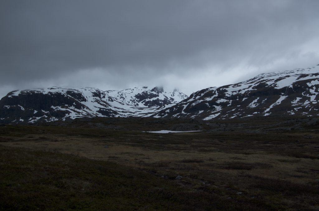 희고 검은 조합의 풍경은 이번 Kungsleden 여행 초반부의 대표적 이미지이다.
