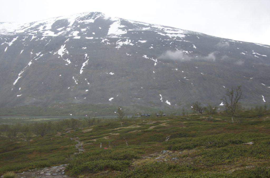드디어 저 멀리 Kaitumjaure STF Hut이 보인다.