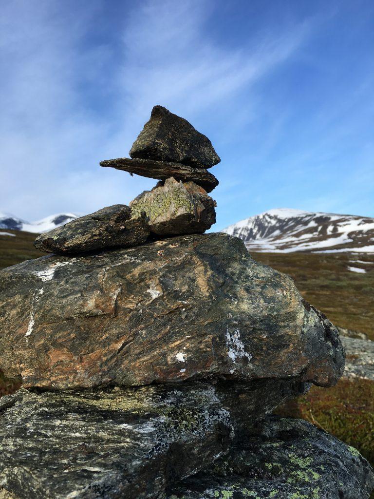 이 돌은 아직도 저 위치에 올려져있겠지?