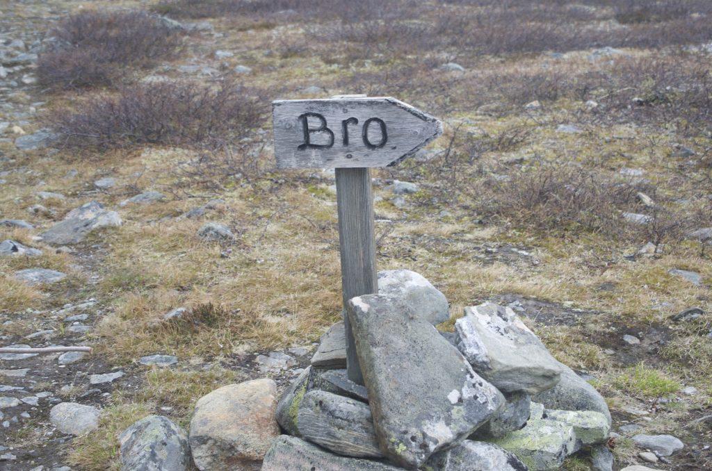 우회로를 통해 다리를 건너야한다. Bro = Bridge ??
