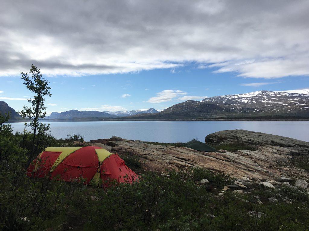 스웨덴 남자의 텐트와 나의 텐트