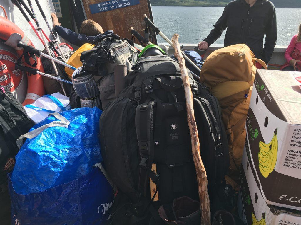 짐은 배 앞쪽에 이렇게 따로 모아놓는다.