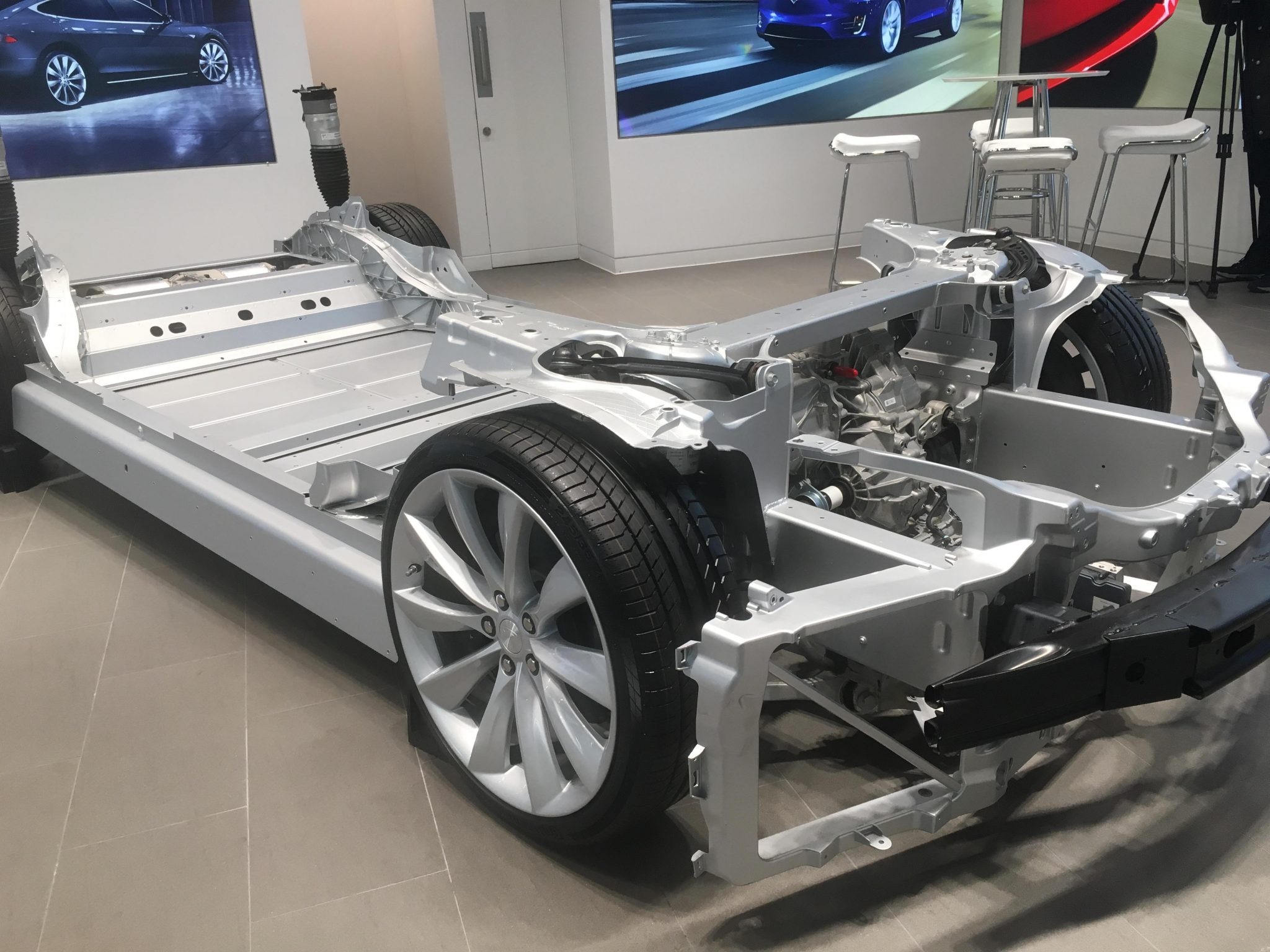 테슬라 모델 S 베어메탈