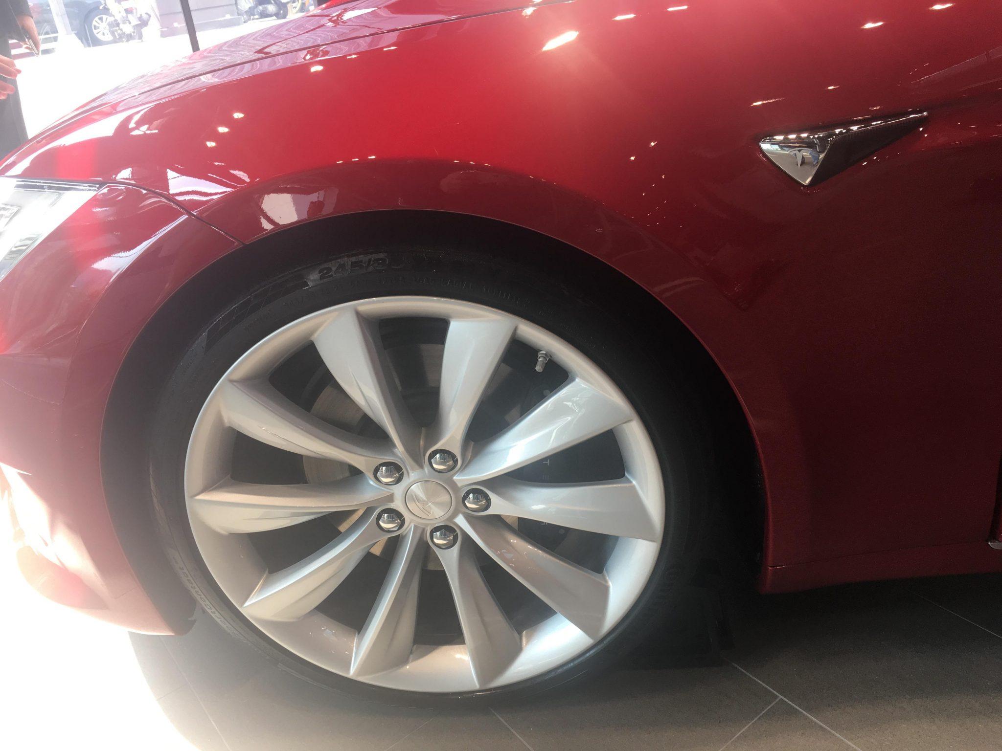 테슬라 모델 S 휠