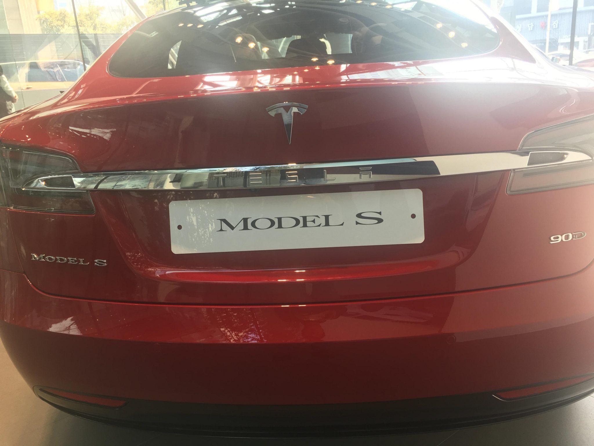 테슬라 모델 S 후면