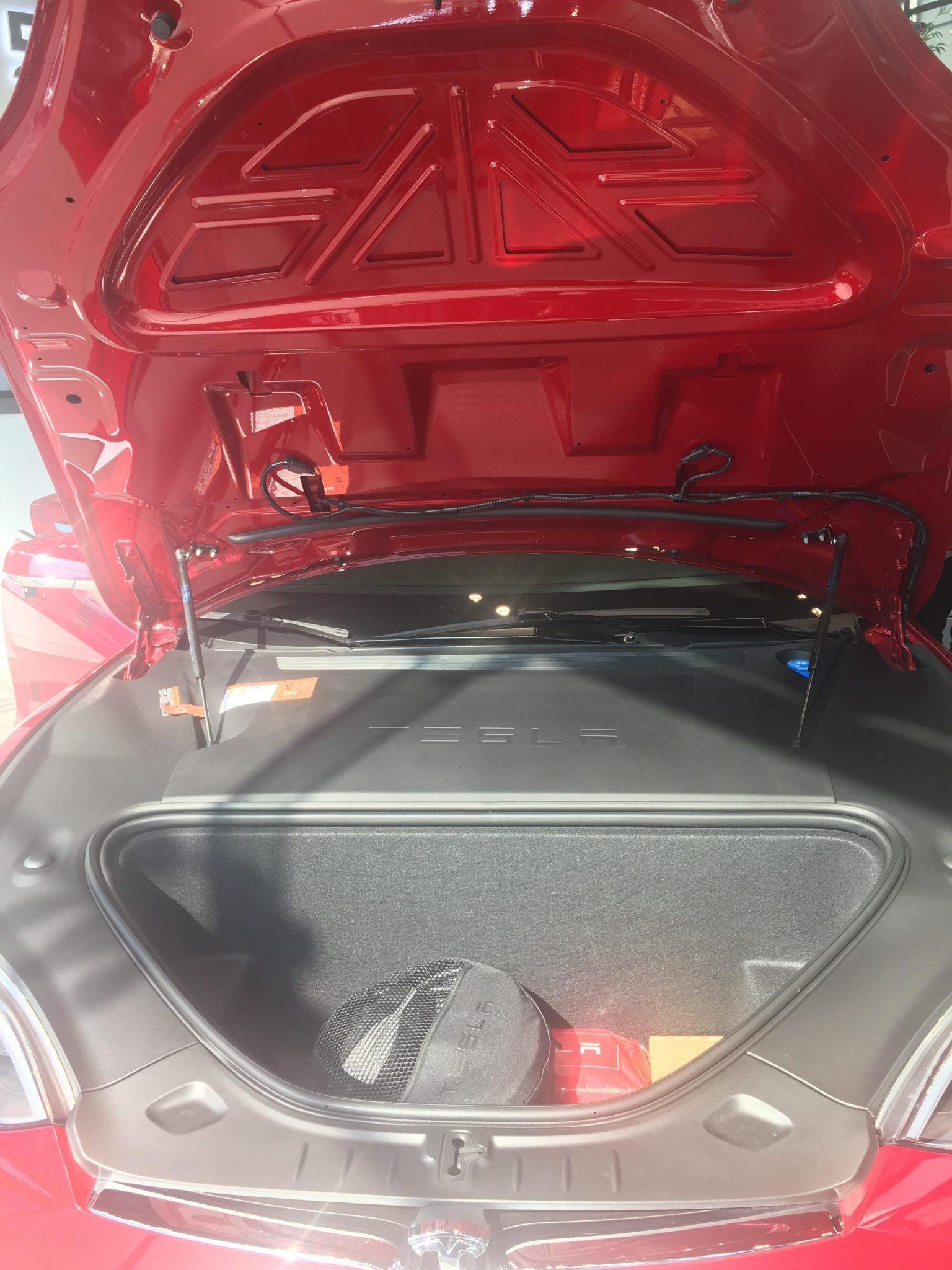 테슬라 모델 S 앞 트렁크
