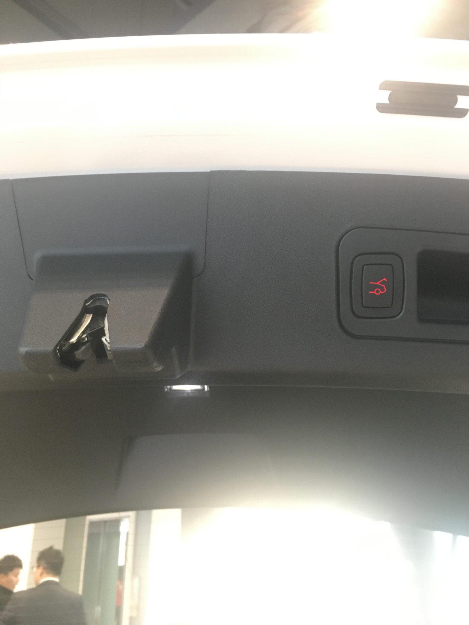 테슬라 모델 S 뒷 트렁크 자동 닫힘 스위치