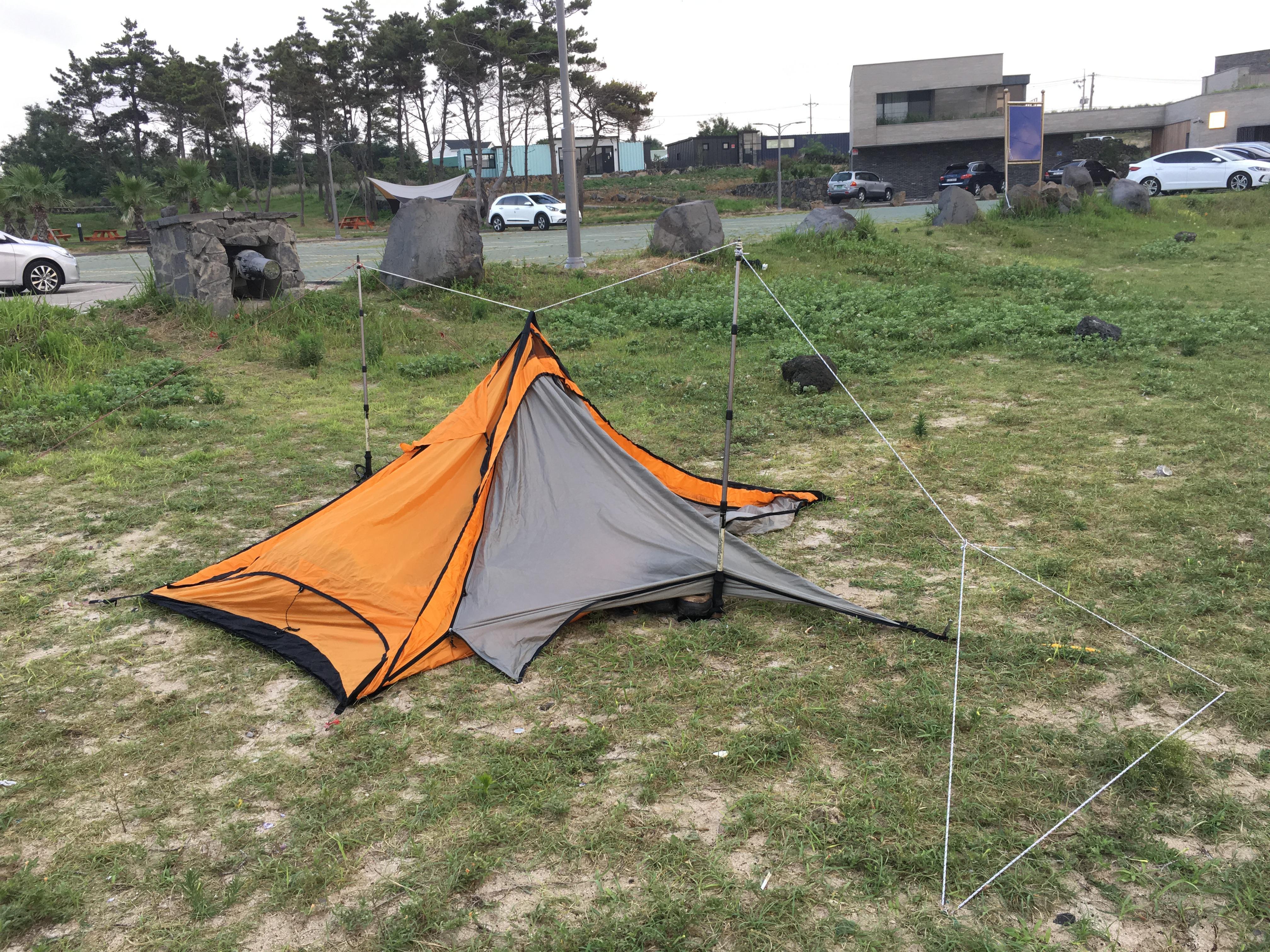 폴대없이 치는 텐트