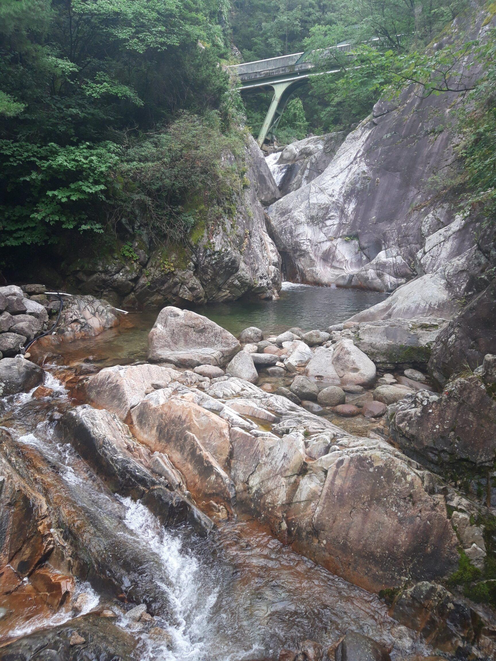 소백산 천동계곡 다리안 폭포